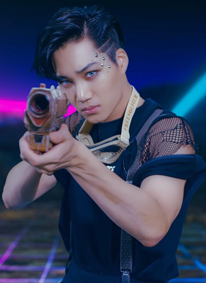 Mấy ai được như Kai (EXO), chuộng toàn đồ unisex cùng phong cách makeup đậm nhưng vẫn nam tính, sexy 'chết người' 6