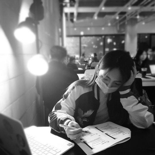'Shin Ae hiền lành' của 'Gia đình là số 1' bị mắng 'ngu dốt' vì đi cafe học hành giữa mùa Covid-19 1
