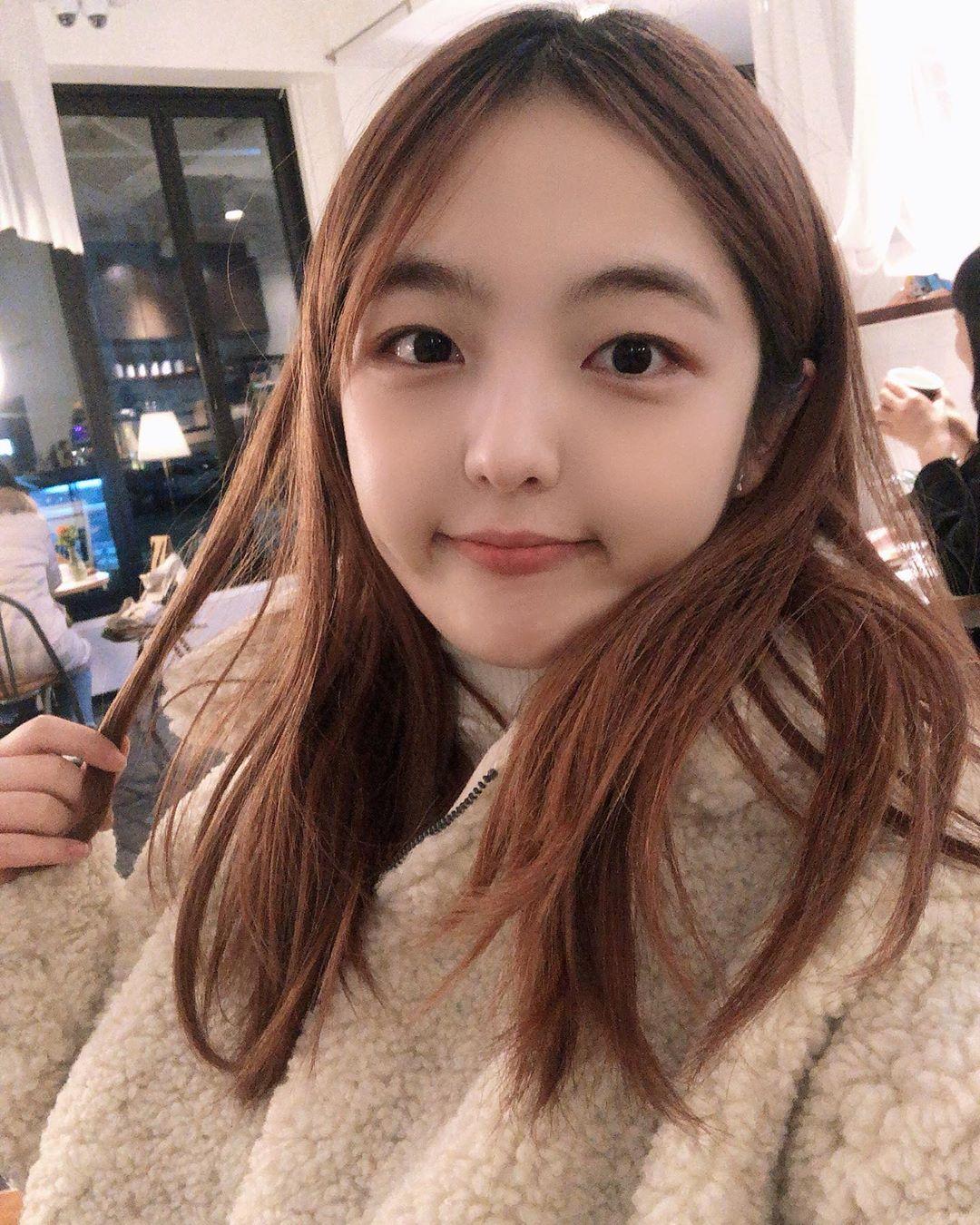 'Shin Ae hiền lành' của 'Gia đình là số 1' bị mắng 'ngu dốt' vì đi cafe học hành giữa mùa Covid-19 2