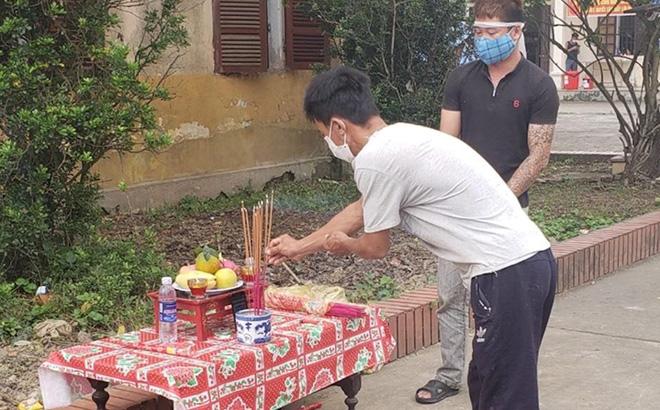 Cha qua đời, nam thanh niên lập bàn thờ chịu tang trong khu cách ly ở Nghệ An 0