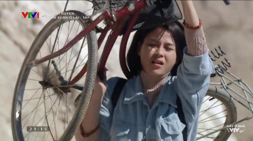 'Mùa xuân ở lại' tập 7: Chưa một lần được cầm tay mà lại nhìn thấy crush đi mua que thử thai, bộ đội Nghĩa (Huỳnh Anh) không 'tắt nắng' mới lạ! 2