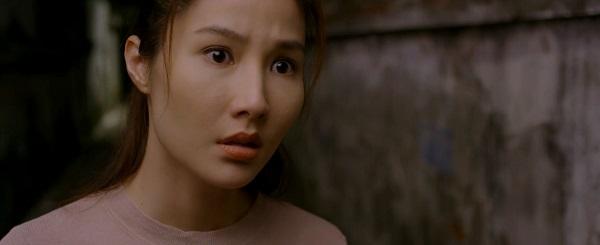 Bóng lưng của Minh khiến Linh bỗng nhớ lại tai nạn dưới nước trong quá khứ.