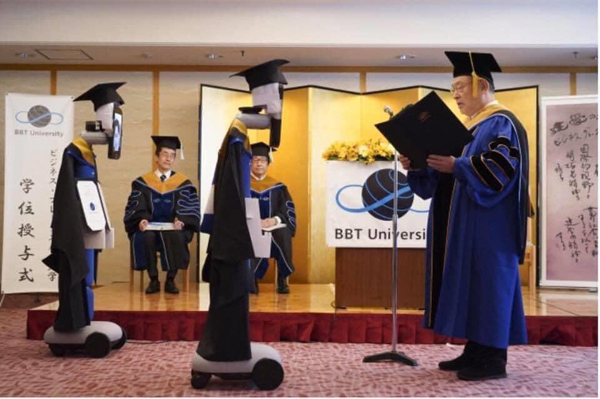 Trường ĐH Nhật Bản tổ chức trao bằng tốt nghiệp online nhờ sự hỗ trợ của robot.