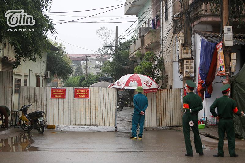 Sau khi Bộ Y tế công bố ca bệnh 219 dương tính virusSARS-COV-2 vào ngày 2/4, thônChí Trung (xã Tân Quang, huyện Văn Lâm, tỉnh Hưng Yên) nhanh chóng bị cách ly vì là nơi sinh sống của bệnh nhân này.