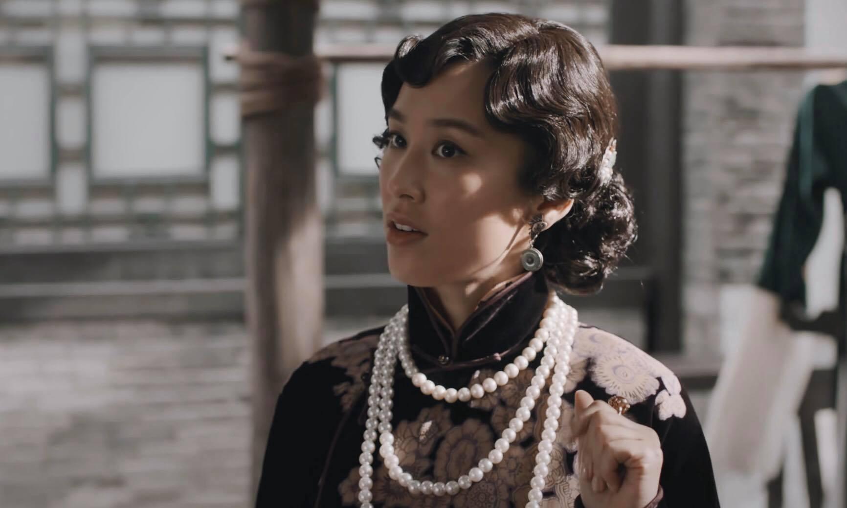 Sợ cô sẽ gây chuyên nên Tào Quý Tu đã nhờ Trình Phượng Đài sắp xếp chỗ và yêu cầu cô thay đổi cách ăn mặc.