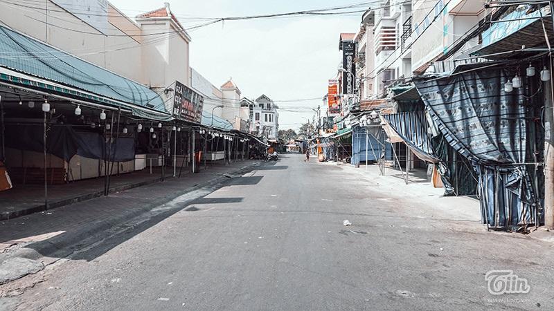 Đường phố Sài Gòn vắng vẻ những ngày đầu cách ly toàn xã hội.