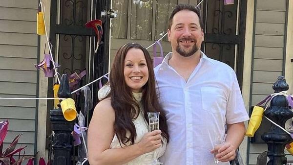 Cặp đôiKrystal Hale và Robert Lind phải hoãn đám cưới vì tình hình dịch bệnh phức tạp.