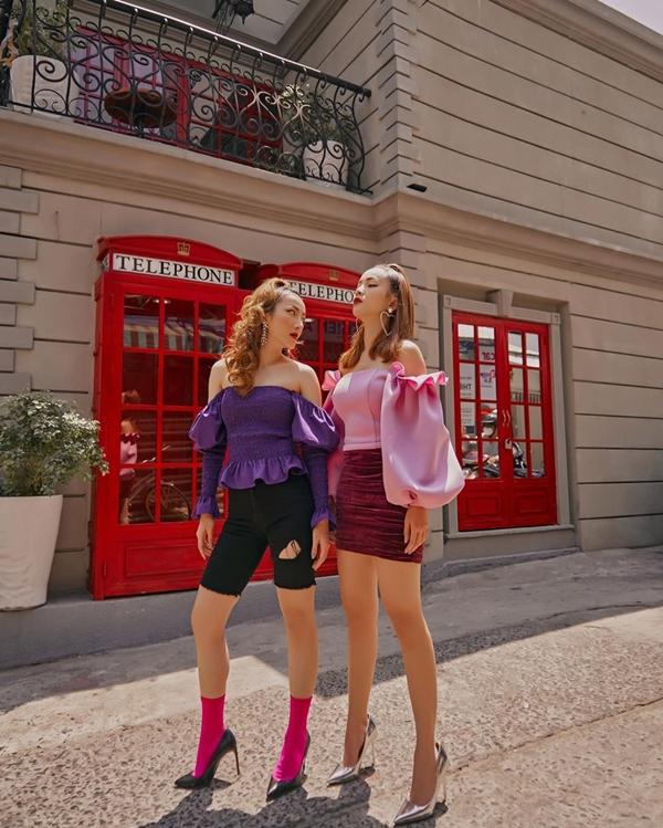 Không ra nhiều sản phẩm âm nhạc nhưng hình ảnh của cặp chị em này lại phủ sóng khắp mạng xã hội cùng những lời khen ngợi về phong cách thời trang đẹp mắt.
