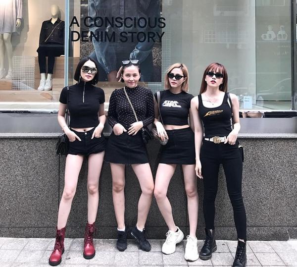 Bộ tứ chị em nhà họ Thiều được nhiều người khen ngợi bởi phong cách ăn mặc trẻ trung cá tính, sành điệu.