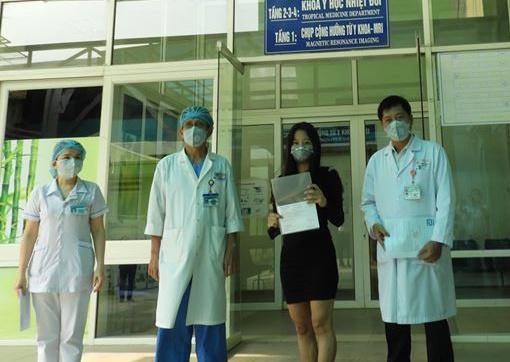 Nữ bệnh nhân nhiễm Covid-19 cuối cùng ở Đà Nẵng đã xuất viện. Ảnh: Ngọc Thạnh.