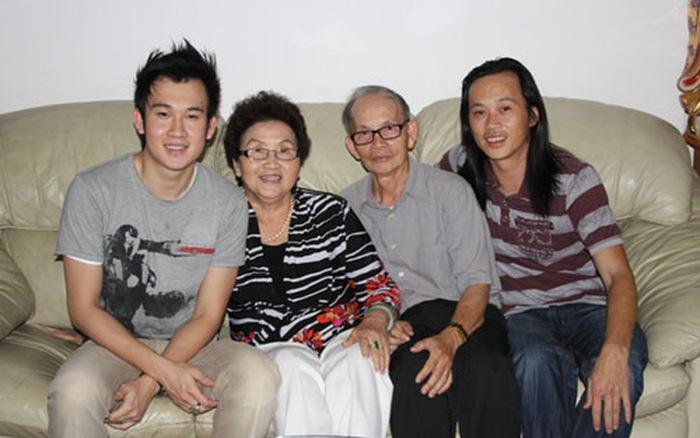 Mẹ Hoài Linh 82 tuổi vẫn minh mẫn đàn hát đầy chất nghệ sĩ cùng Chí Tài, dân mạng khen hết lời 10