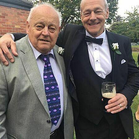 ÔngRichard (phải) và bố.