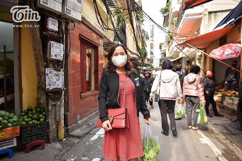 Chị Nguyễn Hồng Hạnh cho biết, từ lúc chợ có các biện pháp phòng chống dịch, chị cảm thấy yên tâm hơn khi đi mua thức ăn.