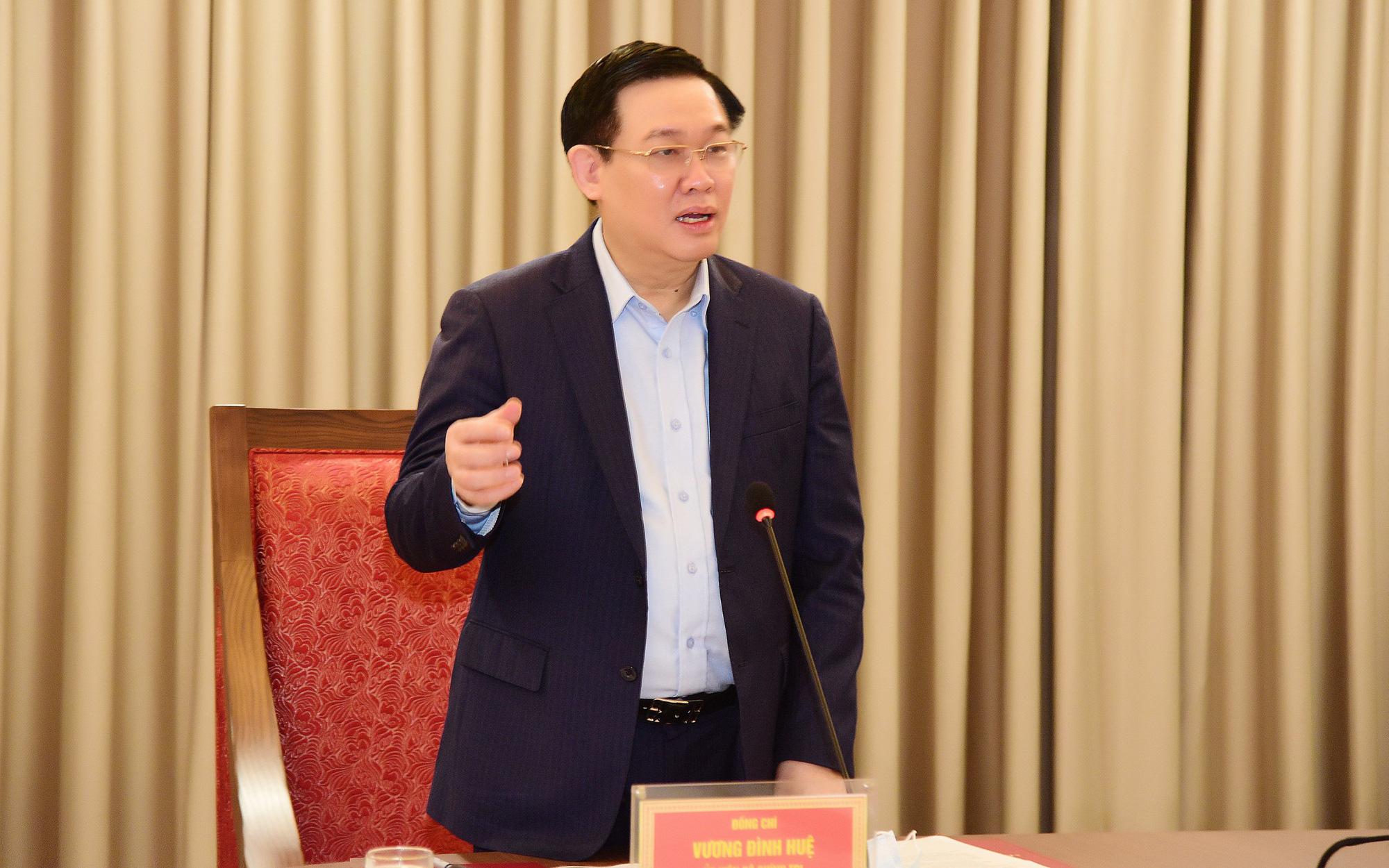 Bí thư Vương Đình Huệ đề nghị thành phố đề xuất với Thủ tướng cho Hà Nội kéo dài giãn cách xã hội đến 30/4 0