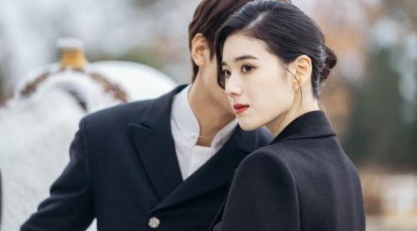Jung Eun Chae đang được quan tâm nhờ ngoại hình sắc sảo khi đóng vai nữ thủ tướng trong phimQuân vương bất diệt.