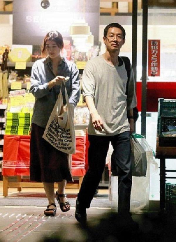 Ảnh hẹn hò của Jung Eun Chae và Ryo Kase.