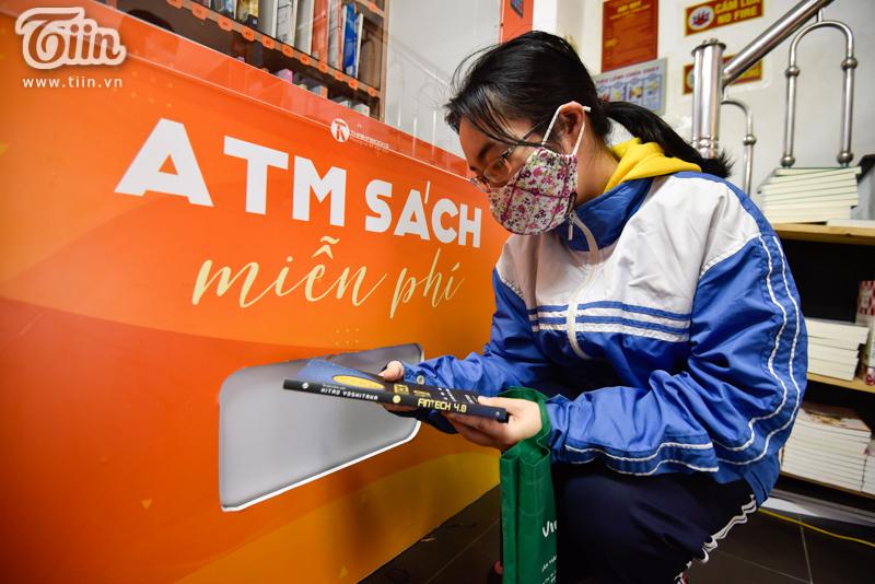 Trải nghiệm tại cây ATM sách miễn phí đầu tiên ở Hà Nội: Người dân không chỉ cần gạo, thực phẩm mà còn cần tri thức! 4