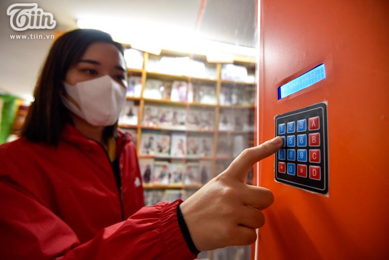Trải nghiệm tại cây ATM sách miễn phí đầu tiên ở Hà Nội: Người dân không chỉ cần gạo, thực phẩm mà còn cần tri thức! 8