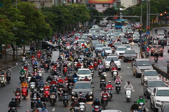 Tình trạng giao thông đông đúc trên địa bàn TP vào giờ cao điểm