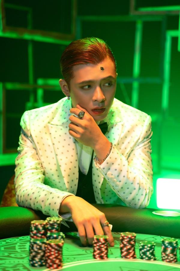 Tạm quên phong cách lãng tử, Gin Tuấn Kiệt khiến fan ngỡ ngàng với hình ảnh Joker 1