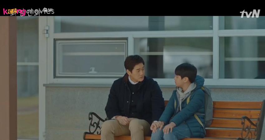 Jae Hyun xin lỗi Young Min vì những gì Joon Seo đã gây ra.