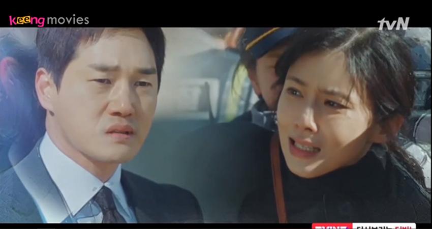 Nhưng vì quyết định của chủ tịch,Jae Hyun chỉ có thể đứng bất lực nhìn Ji Soo chống lại cảnh sát mà không thể can thiệp.