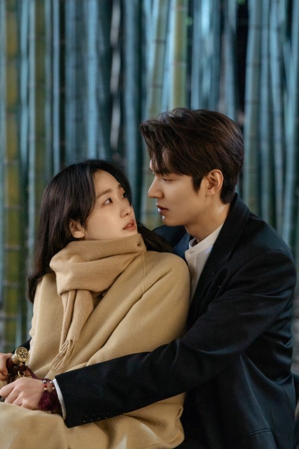 'Đặc thù' của Lee Min Ho dành cho Kim Go Eun khiến nhiều người còn đồn đoán cả 2 có mối quan hệ trên mức bạn bè.