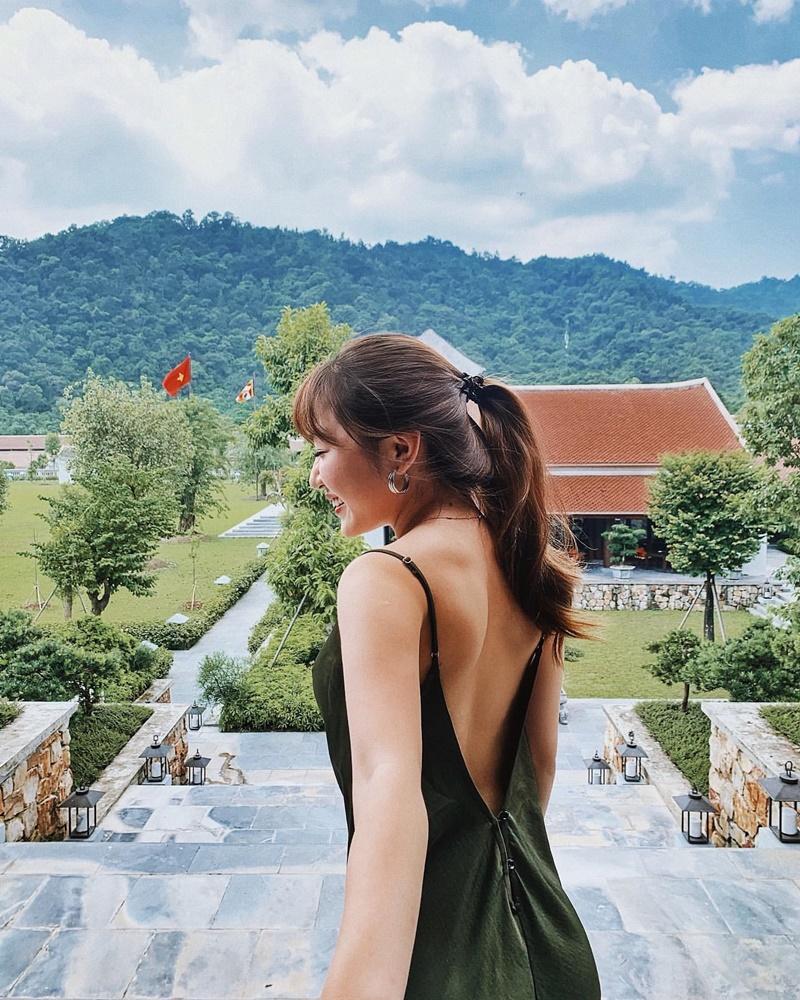 5 lưu ý khi mặc đầm hở lưng giúp bạn quyến rũ hơn bội phần 12