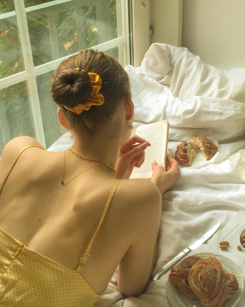 5 lưu ý khi mặc đầm hở lưng giúp bạn quyến rũ hơn bội phần 9