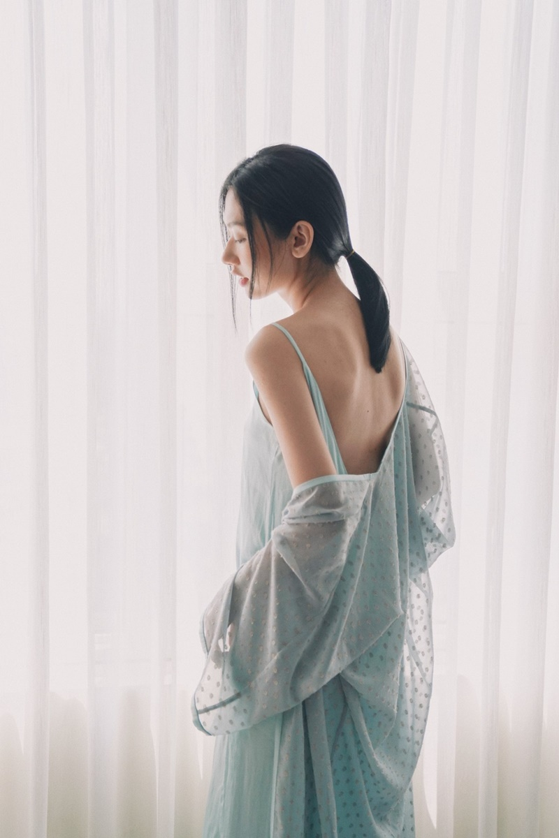 5 lưu ý khi mặc đầm hở lưng giúp bạn quyến rũ hơn bội phần 10