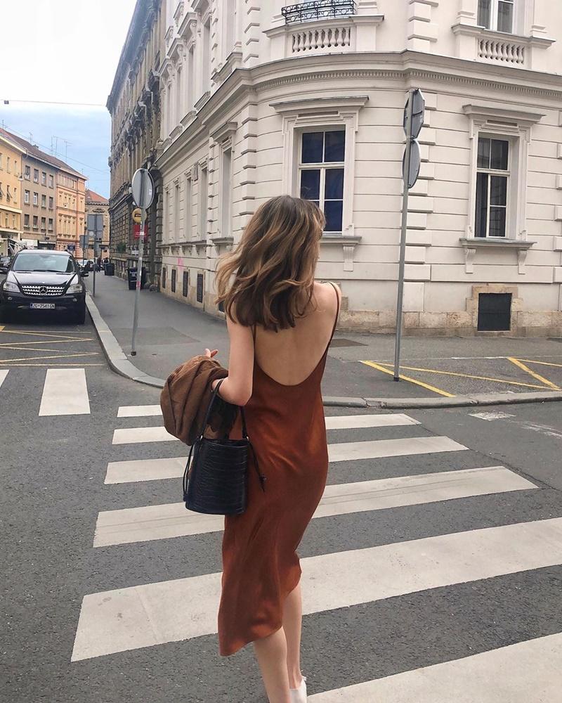 5 lưu ý khi mặc đầm hở lưng giúp bạn quyến rũ hơn bội phần 11