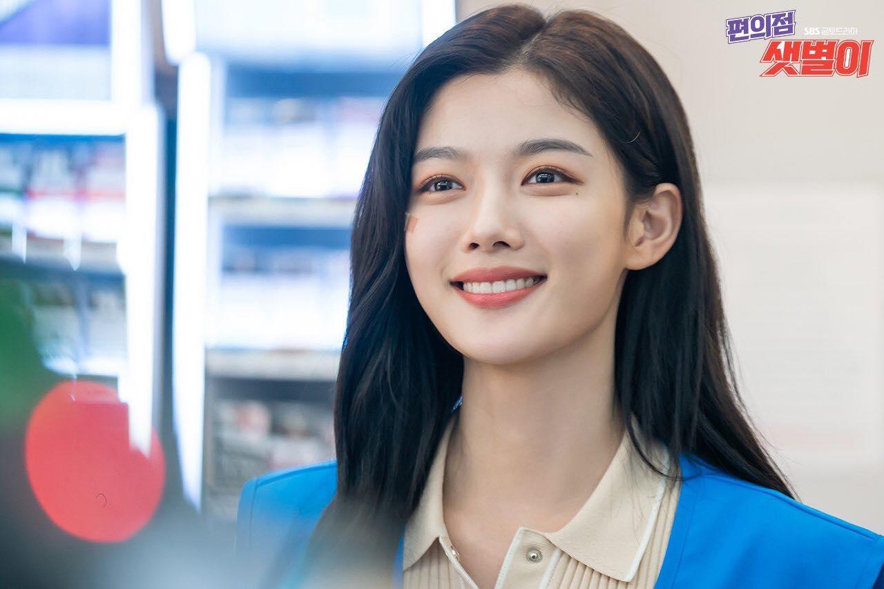 'Backstreet Rookie': Kim Yoo Jung xinh như thiên thần, Ji Chang Wook ngố tàu, ngủ 'há miệng' ở cửa hàng tiện lợi 4