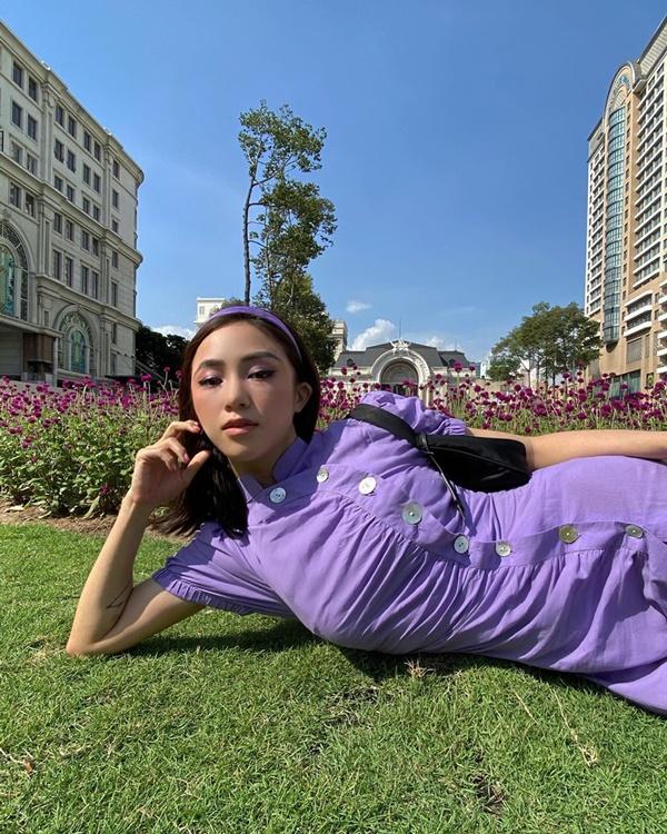 Hội chị em 'vũ trụ hotgirl Hà Thành' của Chi Pu liên tục 'lăng xê' kiểu váy cổ điển, báo hiệu cho một xu hướng mới? 4