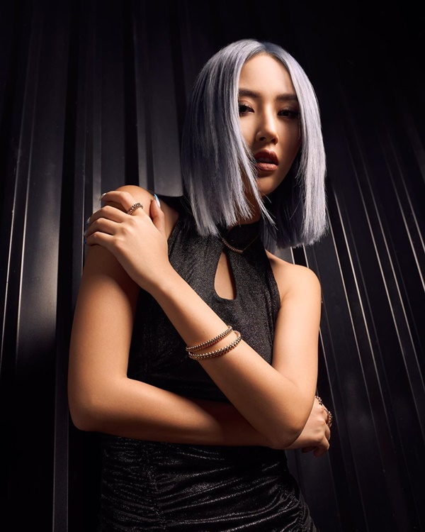 Hội chị em 'vũ trụ hotgirl Hà Thành' của Chi Pu liên tục 'lăng xê' kiểu váy cổ điển, báo hiệu cho một xu hướng mới? 5
