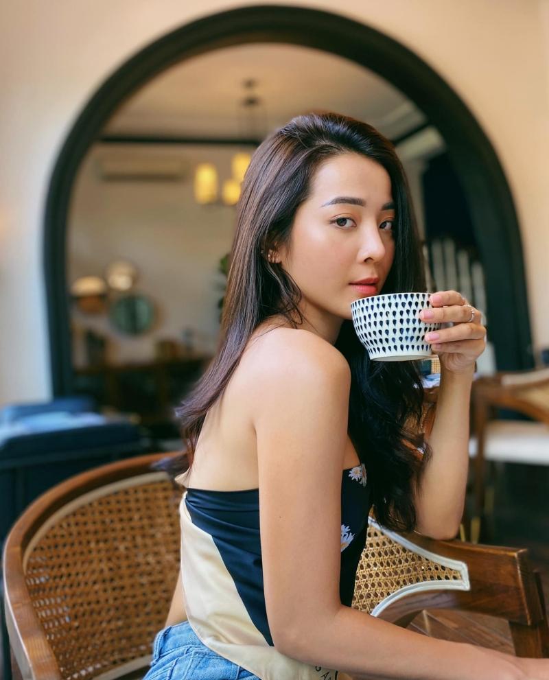 Trước đó, Karen Nguyễn đã trở thành gương mặt quen thuộc với khán giả Vpop nhờ chuỗi MV #ADODDA của Hương Giang.