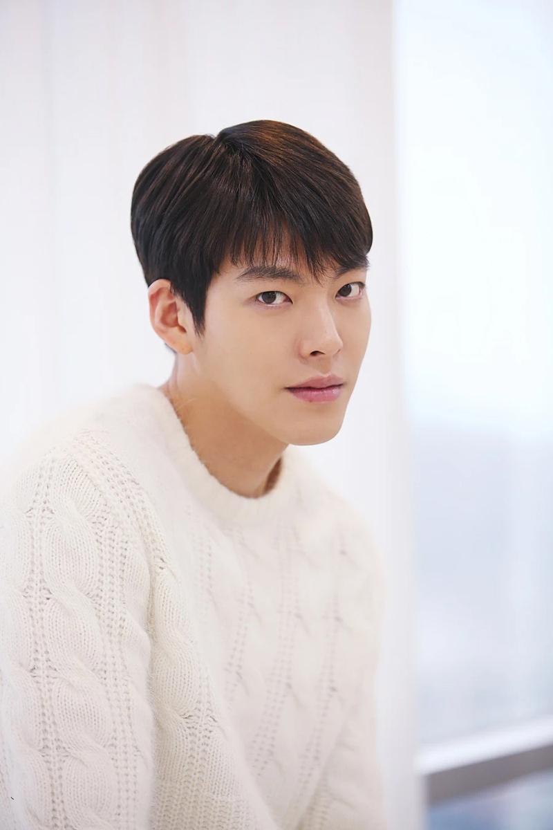 10 bí mật về các nam tài tử màn ảnh Hàn Quốc: Song Joong Ki từng trộm đồ ăn, Lee Min Ho là game thủ tài ba 7