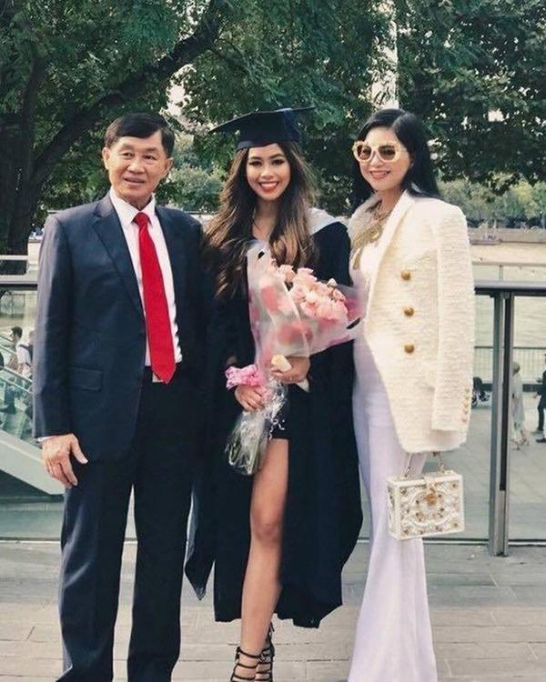Tiên Nguyễn vừa tốt nghiệp Thạc sĩ ngành Quản trị Hàng không tại trường đại học ở London.