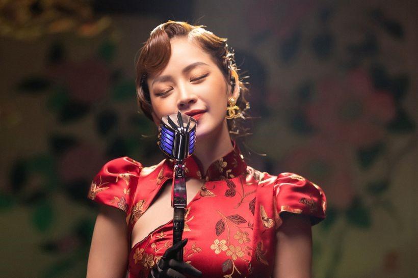Chi như một cô em xinh xắn với giọng hát dễ thương.