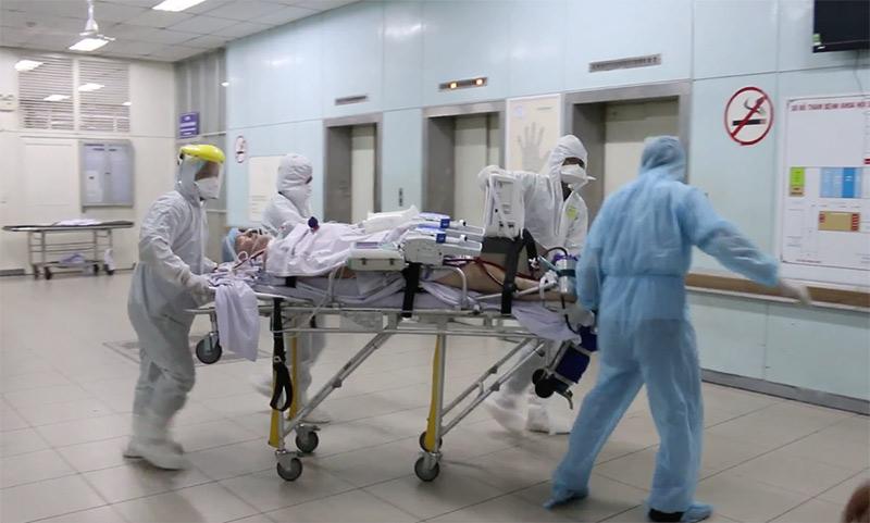 Phi công Anh được chuyển sang Bệnh viện Chợ Rẫy