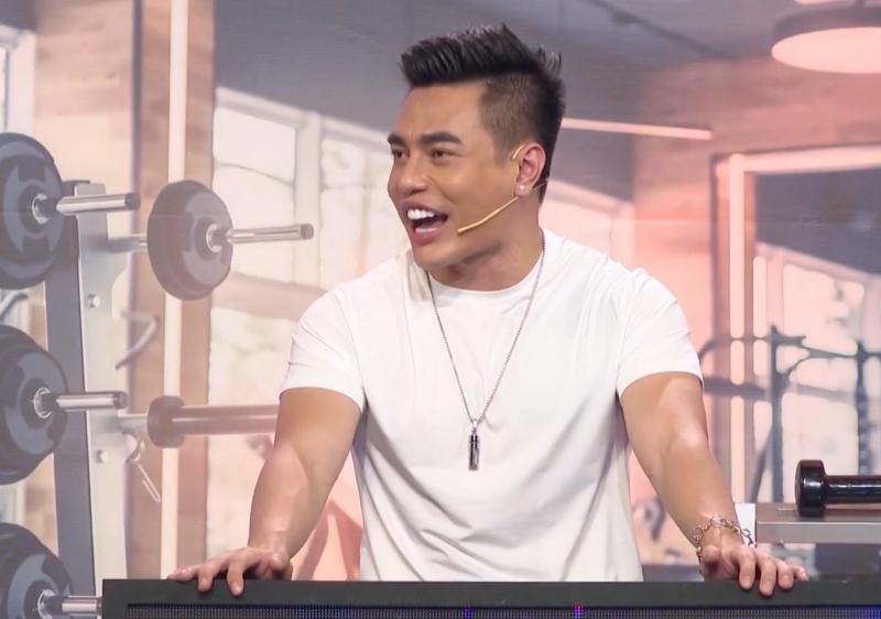 Hari Won cười gượng khi bị Lê Dương Bảo Lâm và Trường Giang thách thức trình độ tiếng Việt 2