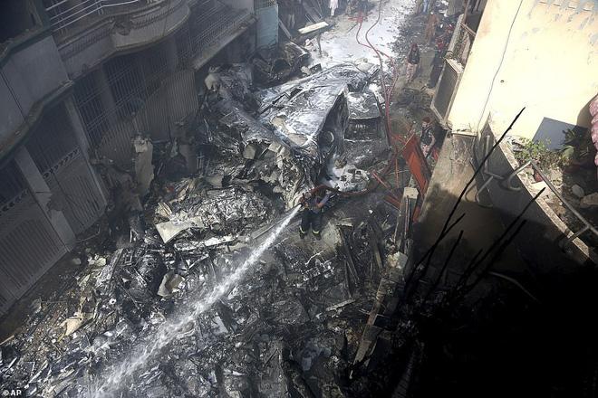 Người đàn ông may mắn thoát chết trong vụ rơi máy bay Pakistan vì lỗi hệ thống đặt vé online 1