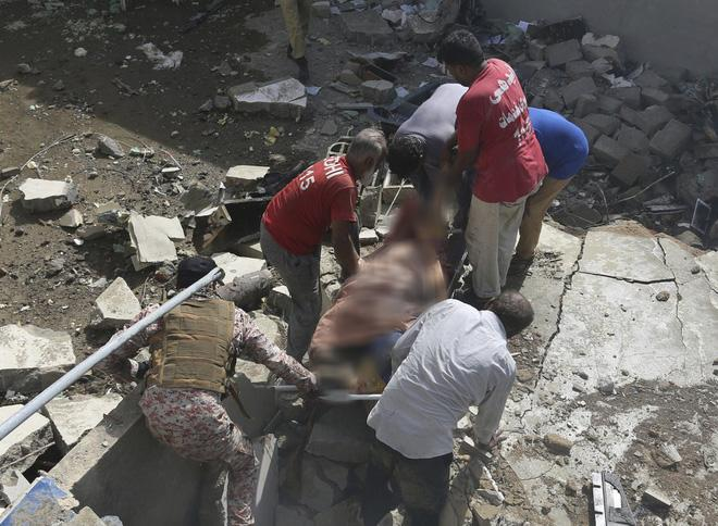 Người đàn ông may mắn thoát chết trong vụ rơi máy bay Pakistan vì lỗi hệ thống đặt vé online 3