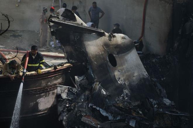 Người đàn ông may mắn thoát chết trong vụ rơi máy bay Pakistan vì lỗi hệ thống đặt vé online 0