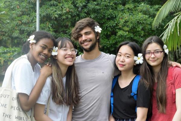 Thuận An và những người bạn của mình.