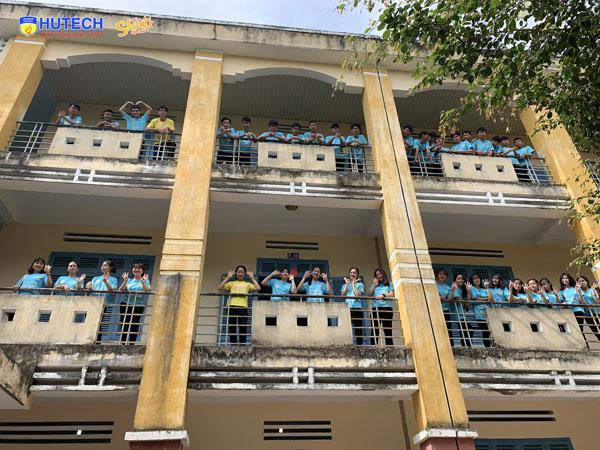 Lớp 11B4 trường THPT Trần Bình Trọng (Khánh Hòa))