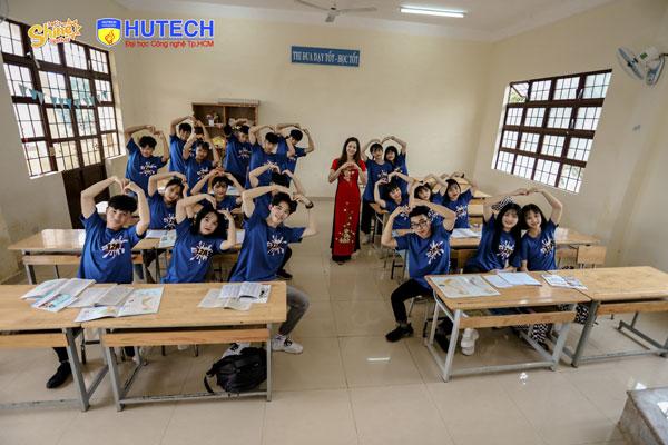 Lớp 12A3 trường THPT Nguyễn Huệ (Lâm Đồng)