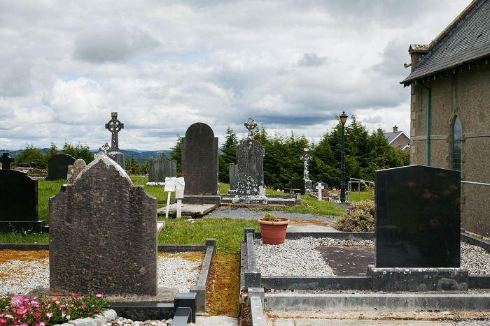Ngôi mộ của đức Cha James McGirr.Ảnh nguồn: Simon Watson