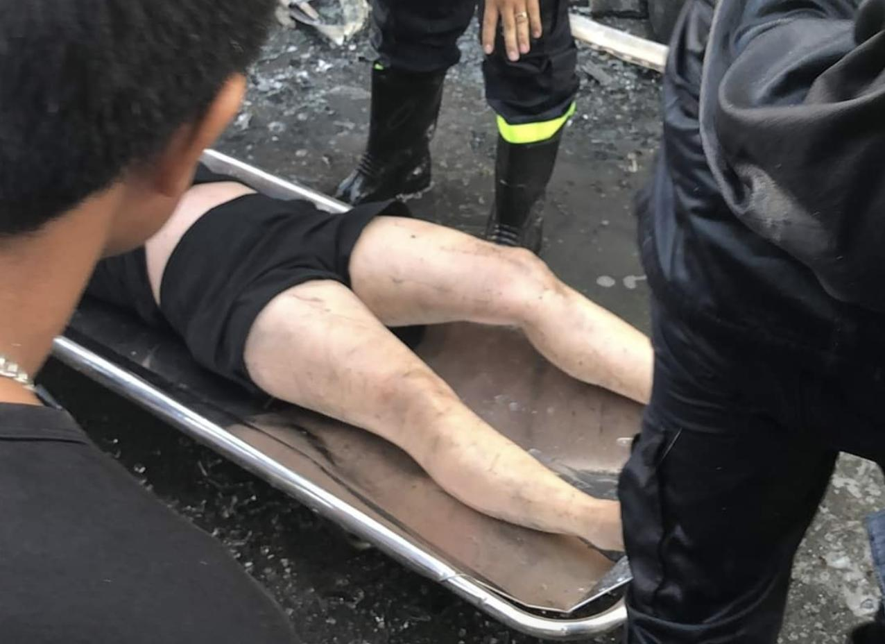 Người bị mắc kẹt trong đám cháy được giải cứu thành công.