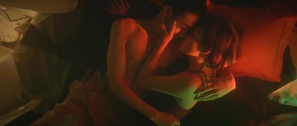Bích Phương 'ra lò' MV mới đầy cảnh nóng bỏng nhưng vẫn một phong cách tiêu đề dài '8 cây số' 3