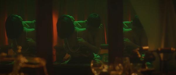 Bích Phương 'ra lò' MV mới đầy cảnh nóng bỏng nhưng vẫn một phong cách tiêu đề dài '8 cây số' 4